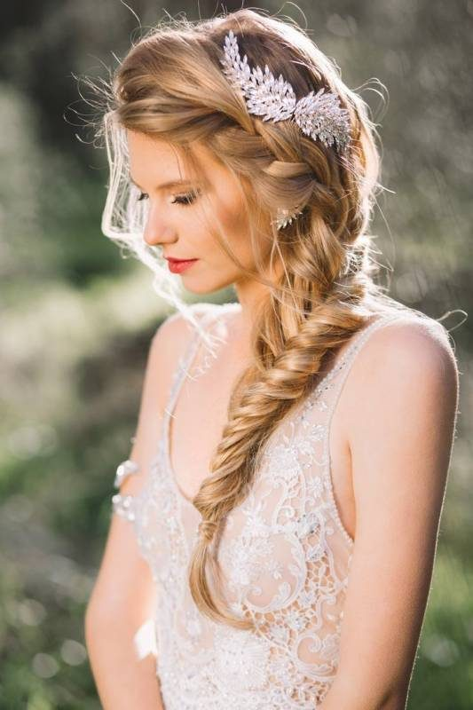 fish-taid-side-braid-wedding-hairstyle